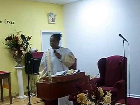 Pastor Ruth Davis Preaching the Gospel.
