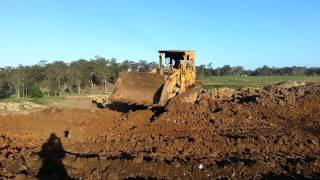 Caterpillar 977L Drott Levelling Wet Clay Soil Material