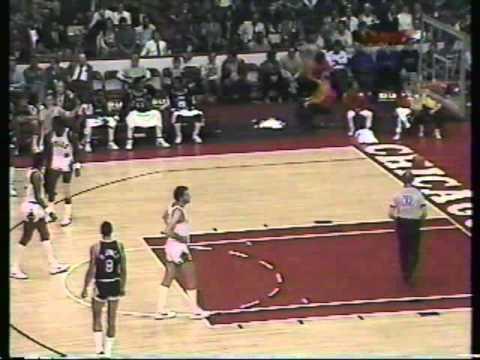 Throwback Sports - 11.13.1984 - San Antonio Spurs @ Chicago Bulls