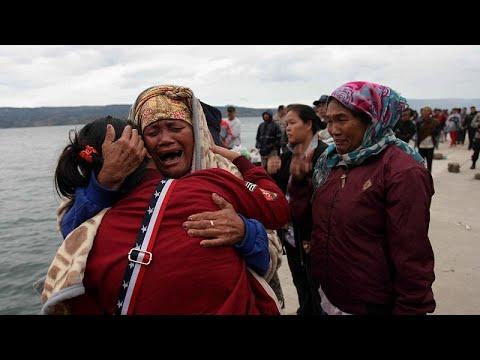 128 مفقودا بعد غرق عبارة في إندونيسيا  - نشر قبل 1 ساعة