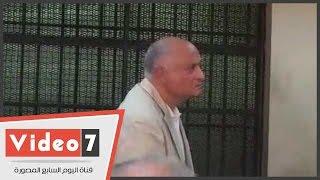 بالفيديو..حالة من التوتر تسيطر على إبراهيم سليمان خلال محاكمته فى «الحزام الأخضر»