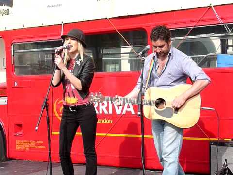 Ian Prowse & Laura Critchley playing Ticket To Ride for Beatles Day 10th July 2009