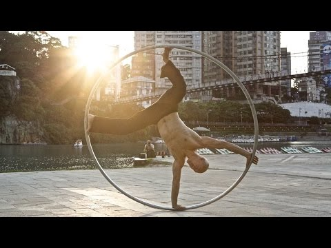 Cyr Wheel- the Ring Man- hula gigante performance
