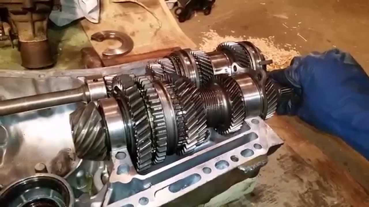 inside a subaru 5 speed manual transmission