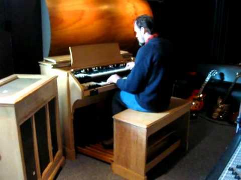 Profkon ZD1 on 1958 Hammond C3.mp4