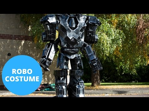 Comic Con Fan Makes Insane Costume Entirely Out Of Recycled Scraps