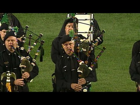 """NYPD Pipers perform """"Amazing Grace"""" at Shea Stadium"""