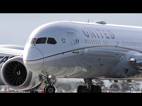 2nd Longest Dreamliner Flight ● United Airlines Boeing 787-9 - Landing & Takeoff Melbourne Airport