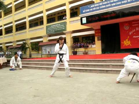 tae kwon do-biểu diễn tuyệt kĩ võ thuật siêu đẳng =))