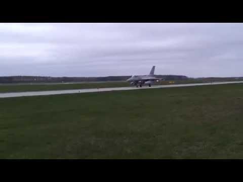 Wspólne ćwiczenia polskich i amerykańskich pilotów na F-16 - Łask 2014r.