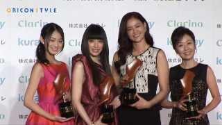 健康的な美脚を持つ女性に贈られる『第11回 クラリーノ美脚大賞』の表彰...