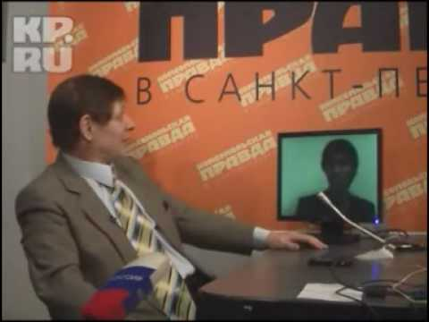 Mr Trololo (Eduard Khil) is being interviewed by journalists in Saint-Petersburg (Eng subs)