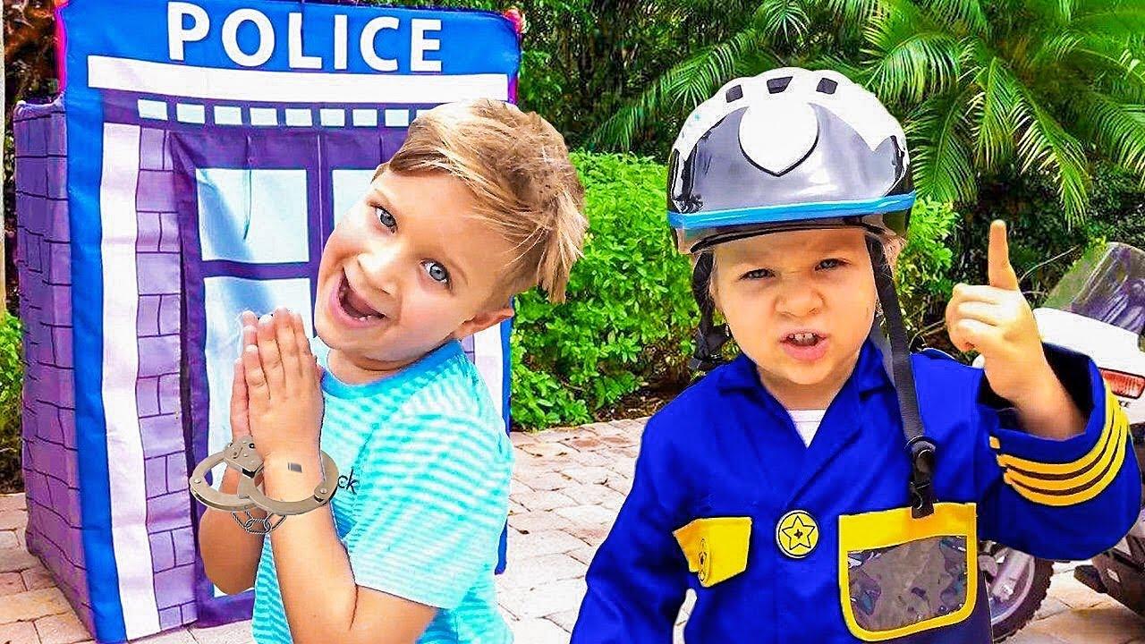ديانا وروما يتظاهران بلعب لعبة الشرطة