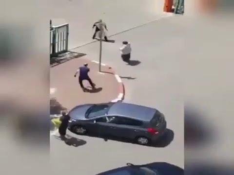 Israeli Citizens Disarming Female Terrorist In Rosh Ha