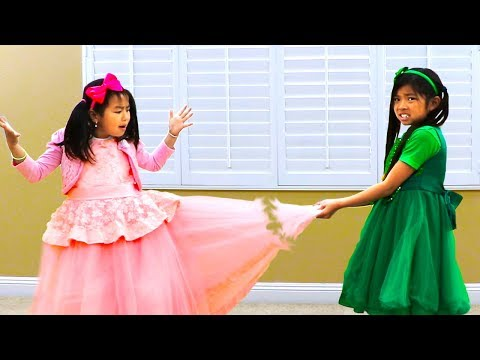 Jannie & Emma Pretend Play Fixing Beautiful Dress