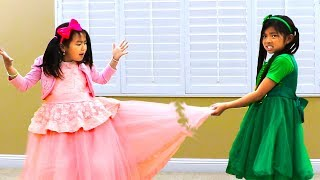 Jannie & Emma Pretend Play Fixing Beautiful Dress