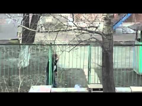Drunken Russian Besoffener Russe Vs Zaun Youtube