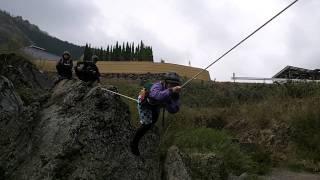 水上ロープ渡り!
