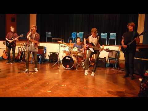 queens-of-the-stone-age-'no-one-knows'-live-band-cover.-(drop-the-bass,-literally!)