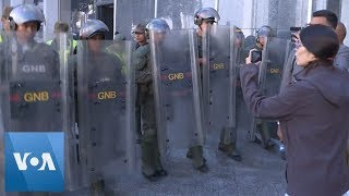 Venezuela National Guard Prevents Press from Entering Parliame…