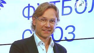Валерий Карпин официально стал главным тренером сборной России по футболу.