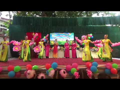 Hát - múa: Bài ca cô giáo trẻ