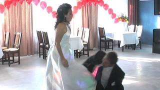 Прикольный свадебный танец )))