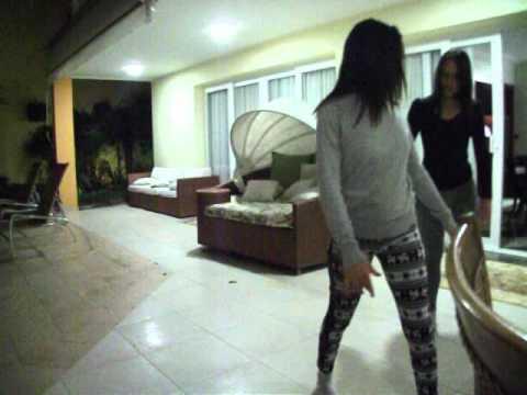 carol e lay dançando!