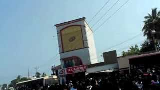 Thuppaki crowd outside ranipet rajeshwari theatre.