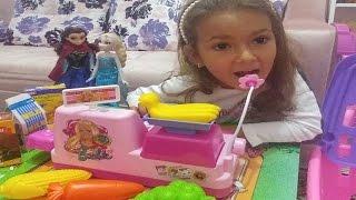 Elif kasiyer anna ve elsa alışverişte, eğlenceli çocuk videosu