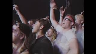 Смотреть клип Charli Xcx - Boys Reading