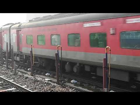 bhubaneswar rajdhani express Train 22823 nonstop at Tundla Junction
