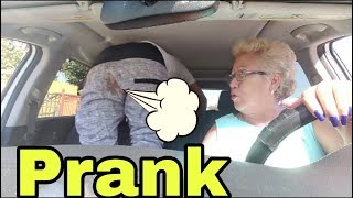 Prank of the spray that smells like fart.. Traducida al ingles