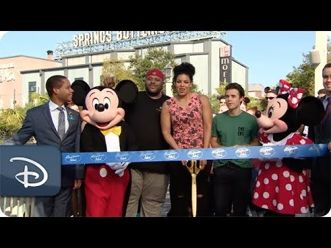 Thousands Attend the 'American Idol' Bus Tour at Disney Springs