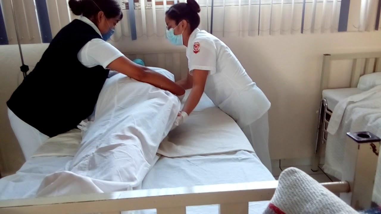 Tendido de cama ocupada con paciente youtube for Cama cerrada