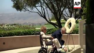 Nancy Reagan has visited the California grave of her husband, President Ronald Reagan, on the tenth