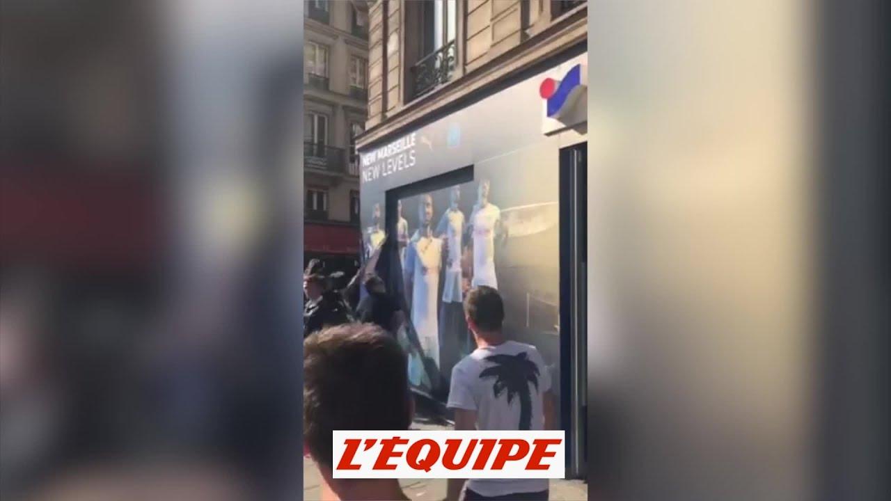 Les ultras du PSG détruisent une pub sur l OM - Foot - LI - PSG ... 1347e66f772