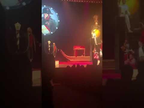 Отрывок из спектакля «Свадьба Кречинского» Режиссер Михаил Борисов. Поют Илья Быков и Тарас Кузьмин