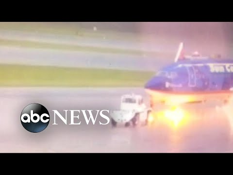 Airport worker struck by lightning in Fort Myers, FL