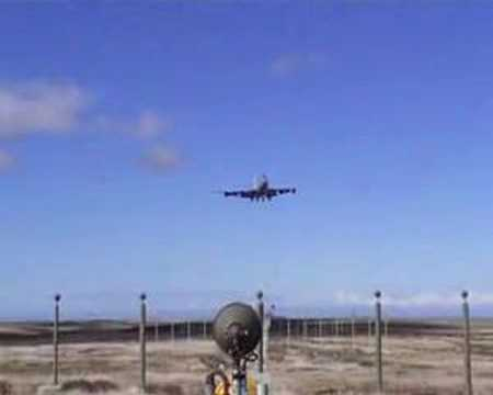 747 landing in the Falklands