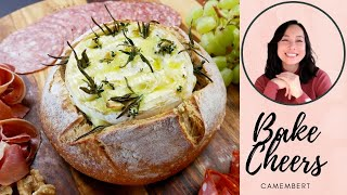 Bake Cheese Camembert with garlic and rosemary, lemon thyme. ( ชีสอบ )