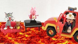 """Il PAVIMENTO è LAVA 🔥 - Tom e Jerry sfidano Peppa Pig alla """"The Floor is Lava Challenge"""""""