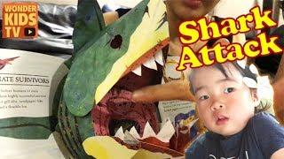 상어를 피해라. 상어가 공격한다! 무시무시한 상어 shark pop up book. shark attack