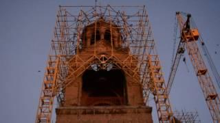 Ագռավների տարօրինակ վարքը՝ Մայր տաճարի կտուրին