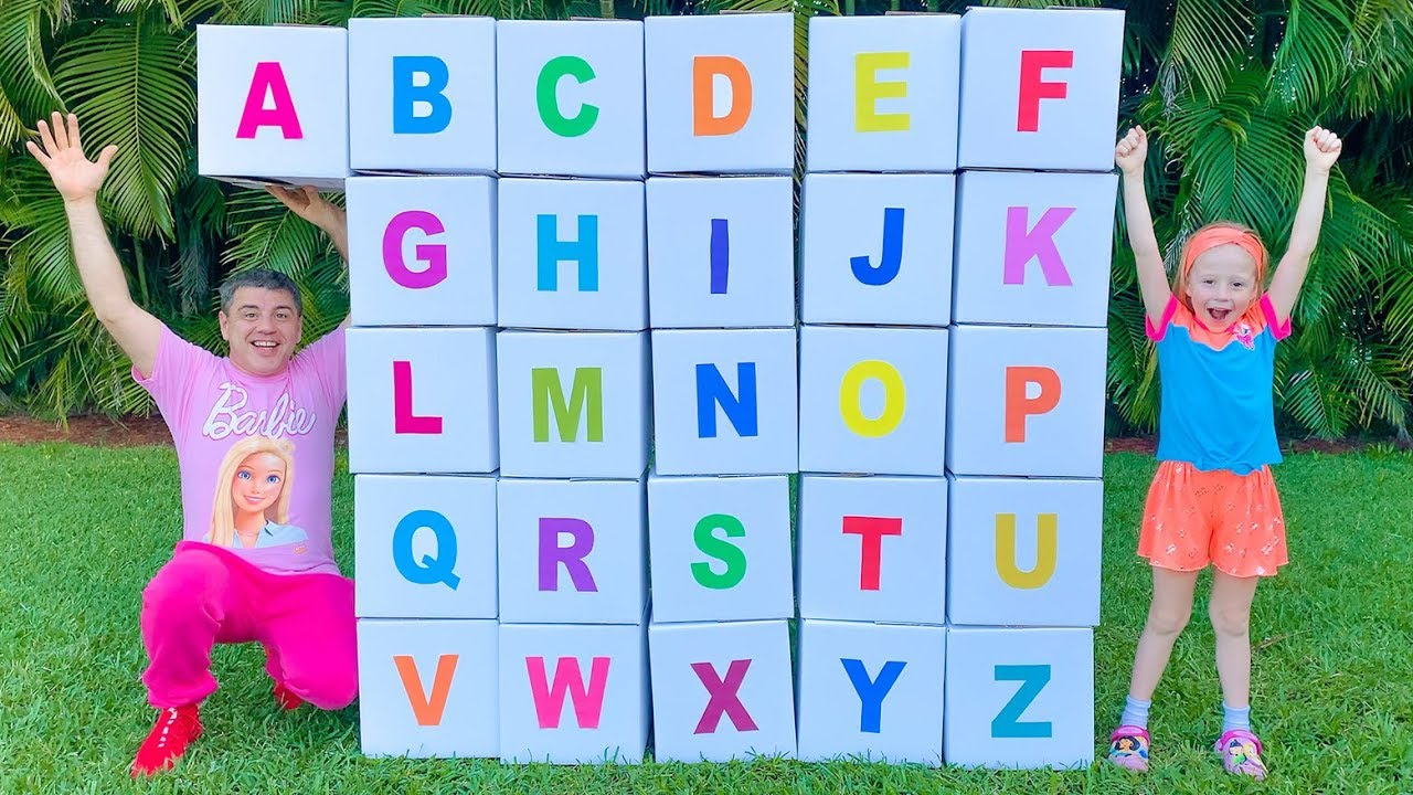 Nastya und Papa lernen das englische Alphabet
