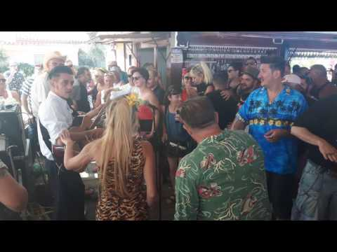 Jam session in Screamin' 50s Rockabilly Festival 11.6 2017 in Santi's beach bar