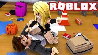 😱HUN ASSAULTING HIM! Roblox-Bully Story