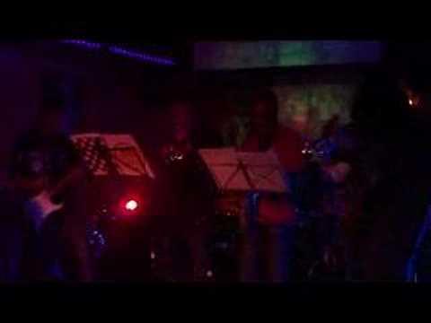 Parnaso ska.- Putamen and the Groove Band