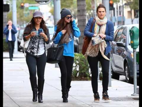 Selena Gomez: Shopping In Beverly Hills With Friends (January 24)