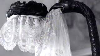 The French exhibition ''Fashion as a mirror of history'' in the Stedelijk Museum (Week number 47-